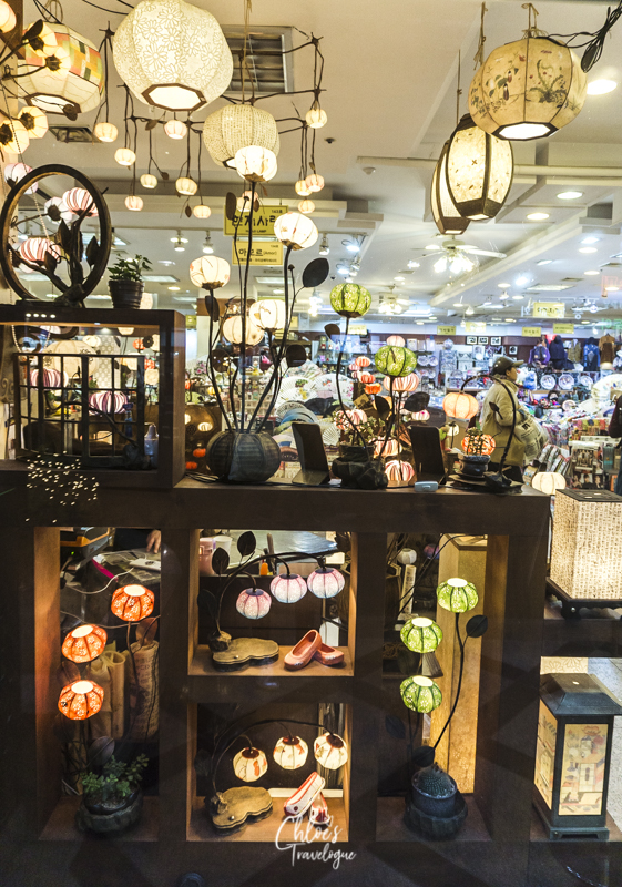 What to Buy in Insadong, Seoul: Hanji Lanterns | #Insadong #InsadongSouvenirs #SeoulShopping #VisitSeoul #AsiaTravel #KoreanSouvenirs #hanji
