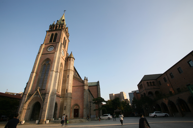 15 Awesome Things to Do in Myeongdong, Seoul | #4. Visit Myeongdong Cathedral | #Myeongdong #MyeongdongCathedral #visitSeoul #TravelKorea #AsiaTravel