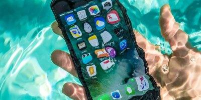 Caída de un smartphone al agua