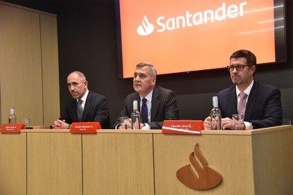 Ejecutivos de Banco Santander Chile: Miguel Mata, gerente general; Claudio Melandri, presidente; y Claudio Soto, economista jefe.