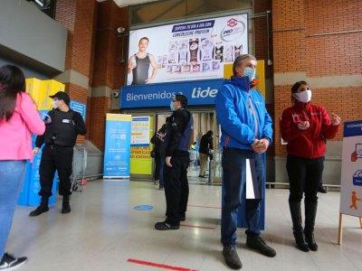 Guardias podrán exigir el permiso temporal para entrar al supermercado