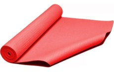 Un mat de yoga es una opción para tu home gym