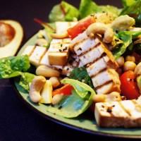 FIT salatka z avocado i tofu- witaminowa bomba