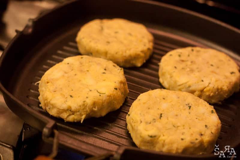 Hamburgers de bacalhau com grão