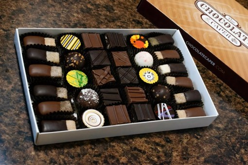 A small beer-lover's special assortment containing ten half-pieces of praline in milk and dark chocolate, ten truffles and twelve IPA/stout beer gels.
