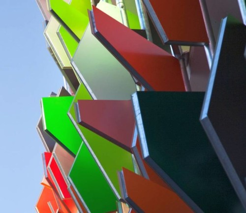 Budynek Pixel, kolorowe żaluzje
