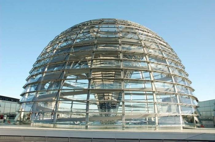 Rys. 11. Kopuła na gmachu parlamentu niemieckiego [B15]
