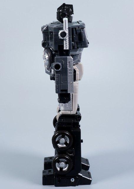 オルタネイトユニバースオプティマスプライム ロボットモード