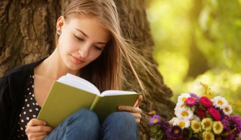 Girl Reading Book alignthoights - カンジダダイエットを成功させるポイント!カンジダを増やさない