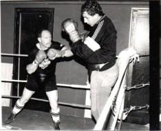 Rude séance de sparring-partner face au coriace et inusable Jean-Maurice Chanet, champion d'Europe des lourds 1990.