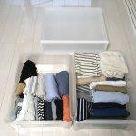 クローゼットの収納ケースを見直し中。無印良品の収納ケース1段に洋服はおさまるのか?