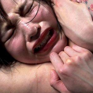 ギャルと美少女が首絞めフェチ男に喉を潰され白目ヨダレでもがき失神するリョナ映像