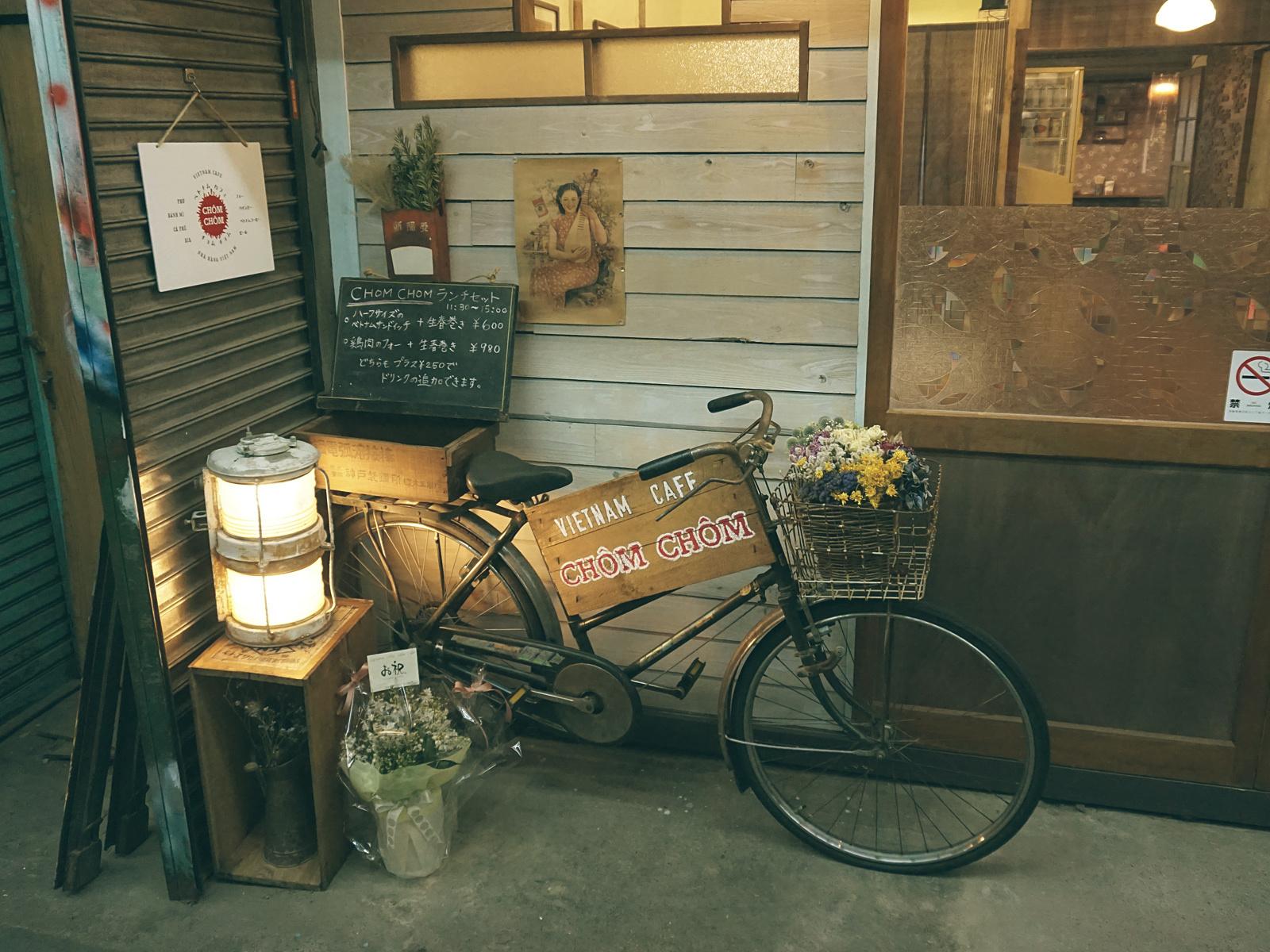 表の自転車