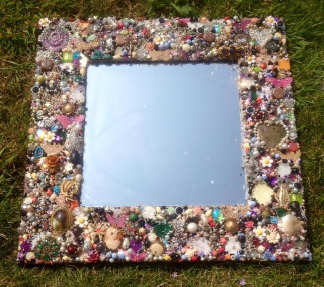 Mirror-with-old-jewelry