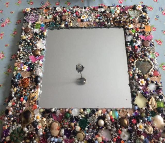 Old-Jewelry-Mirror