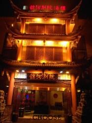 Tradycyjne chińskie budynku nocą robią jeszcze większe wrażenie