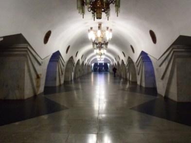 Jak przystało na postsowiecką republikę metro olśniewa.