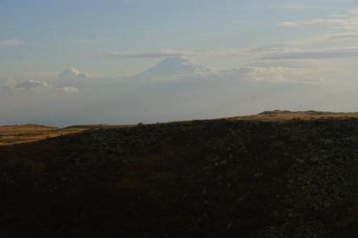 Ararat - góra, na któej rzekomo osiadła Arka Noego (obecnie pod kontrolą Turcji).