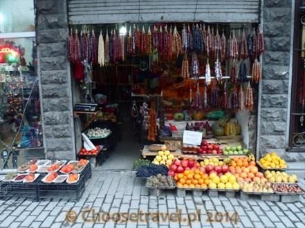 Czurczchela to gruziński przysmak składający się z orzechów oblanych masą owocową.