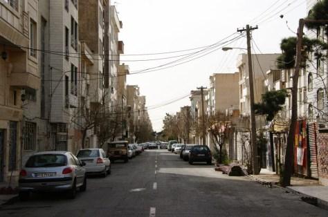 Dzielnica Teheranu, w której mieszkają Konstantin i Lena. Są jedynymi nie-muzułmanami w okolicy.