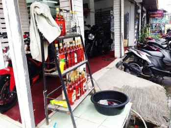 One of my favorite things in Asia is the gas stations for motorbikes.