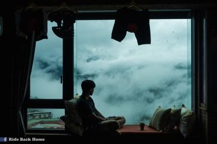 Sitting in cloud at Lishan