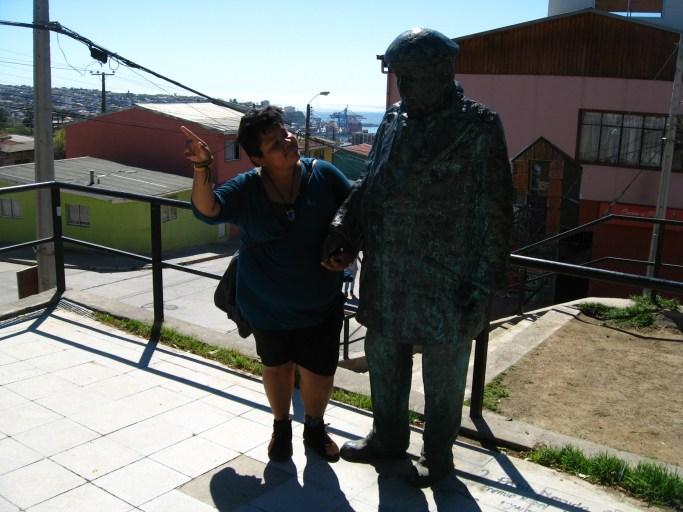 Estatua de Neruda, cerca de la Sebastiana.