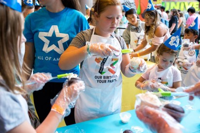 Mall Of America Attempted Two Guinness Book Of World Records On 25th Anniversary Star Tribune