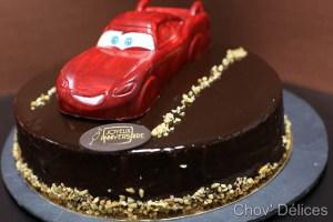 Gâteau au chocolat avec la voiture CARS en chocolat