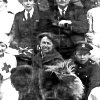 Circa 1915-1917  Eleanor Roosevelt – WWI Nurses and Soldiers pictured with a Chow