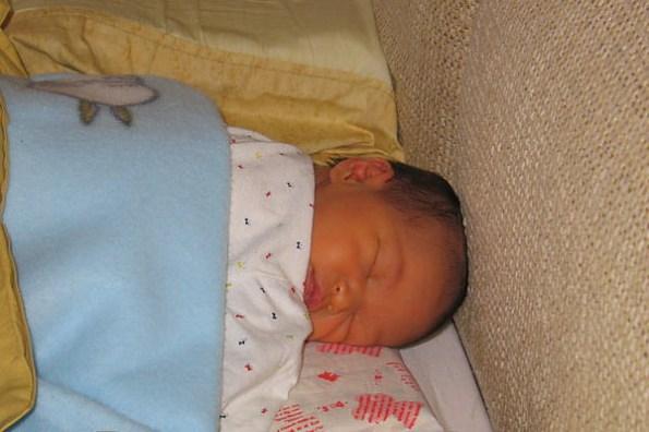 出生第九天~~小喬會自己轉頭了
