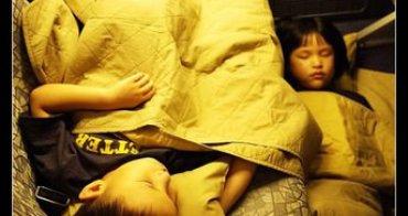 (網友來信) 媽媽可以自己帶小孩出國嗎?幾歲才適合?