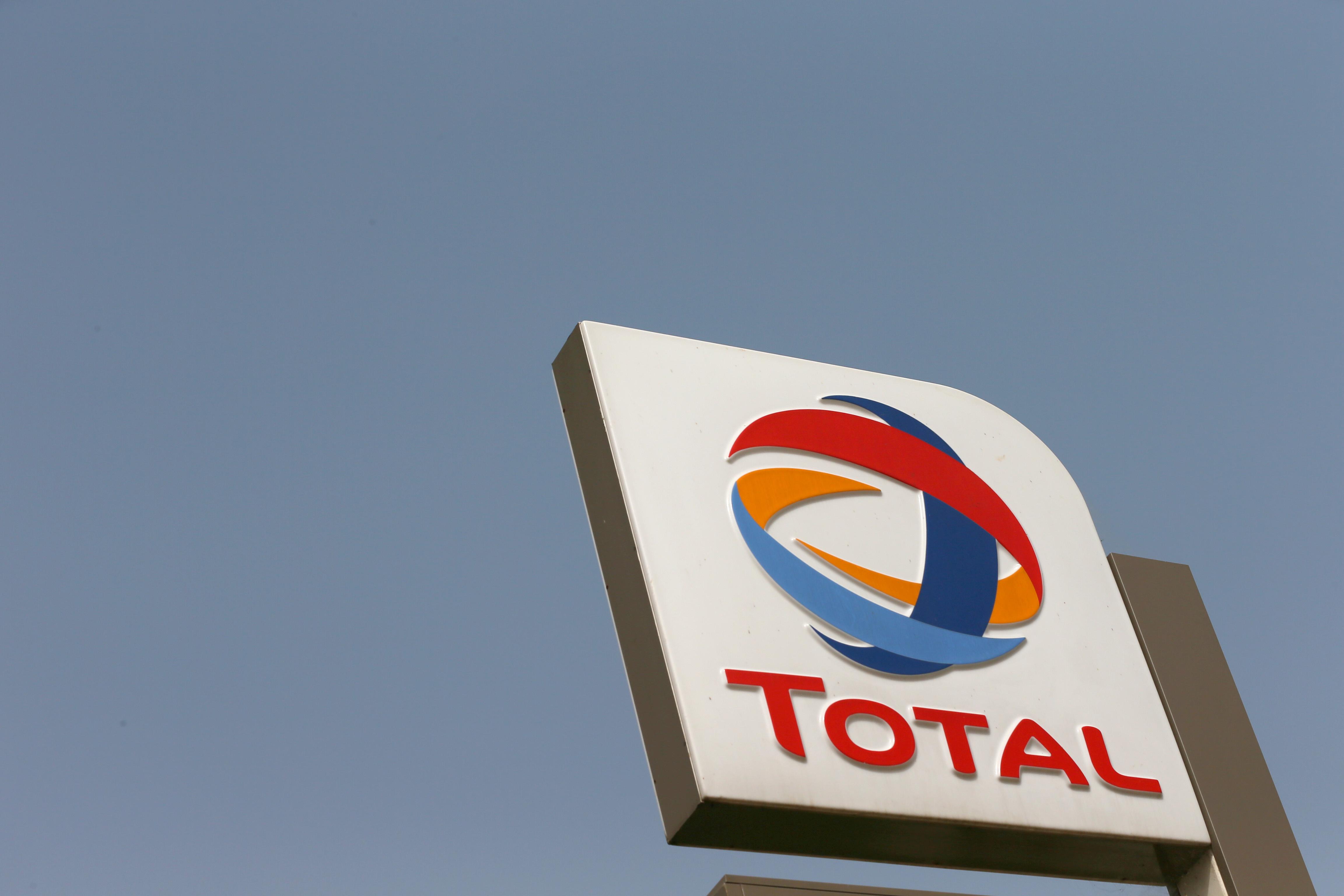 """""""Nous avons voulu répondre présent vis-à-vis du pays dans lequel notre entreprise est née. Total a donc choisi de faire un don exceptionnel, le plus important de son histoire"""", a commenté le PDG du groupe pétrolier français, Patrick Pouyanné."""