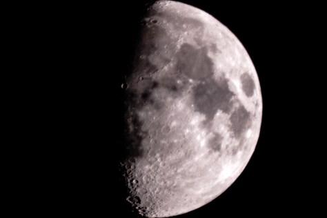Der Mond (1600mm, f8)