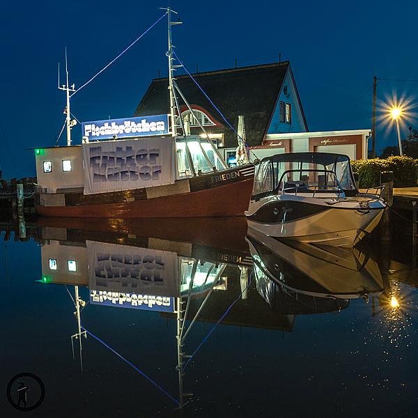 Leckere Fischbrötchen vom Futter-Kutter im Hafen Zingst