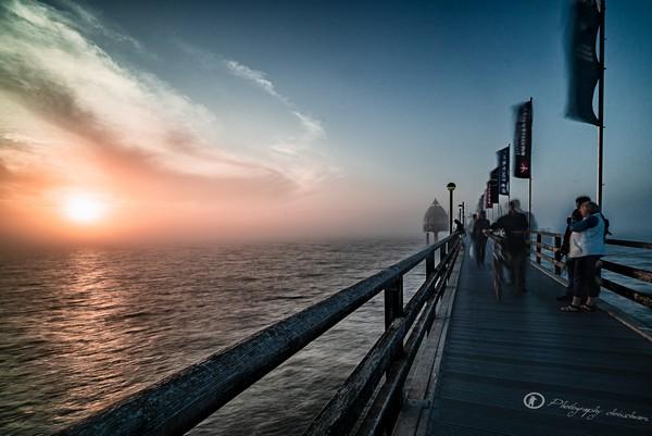 Seebrücke Zingst bei Sonnenuntergang