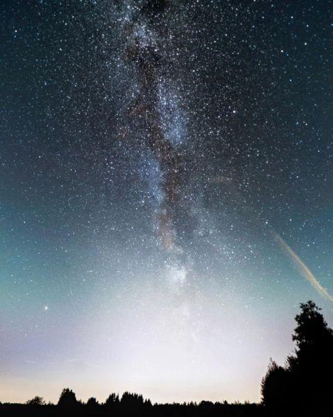 Sterne als Punkte fotografieren - Auf dem Bild sieht man die Milchstraße, fotografiert auf einem Feld zwischen Haltern am See und Dülmen in NRW