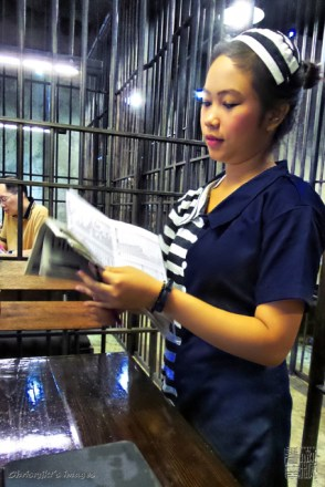pramusaji (the waitress)