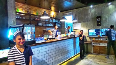 meja untuk menyiapkan minuman (the serving area)