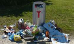 Litter bin surrounded by rubbish