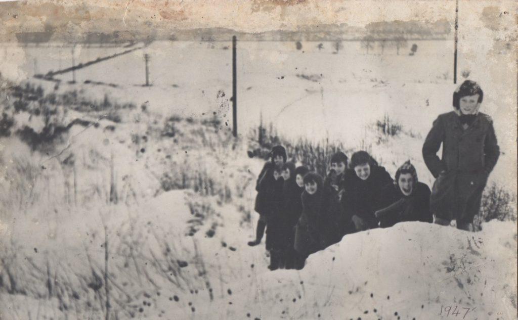 children in the snow 1947