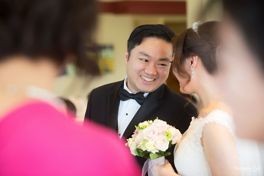 Angus Glen Golf Club Autumn Fall Markham Wedding - Bride Groom Ceremony Candid Documentary Look Love Smile
