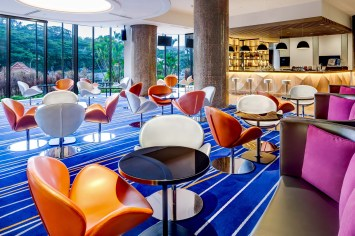 Interior-Photography-Holiday-Inn-Atrium-Hotel-Singapore-Bar-Day