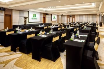 Interior-Photography-Holiday-Inn-Atrium-Hotel-Singapore-Meeting-Room-Classroom-Setup