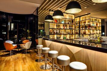 Interior-Photography-Holiday-Inn-Atrium-Hotel-Singapore-Night-Bar