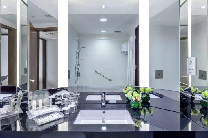 Holiday_Inn_Atrium-Hotel-Singapore-Executive Room Bathroom