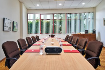 Swiss Club in Singapore Board Room Photography with projector and long table