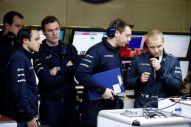 Williams drivers and engineers (Image: Williams F1 Team)