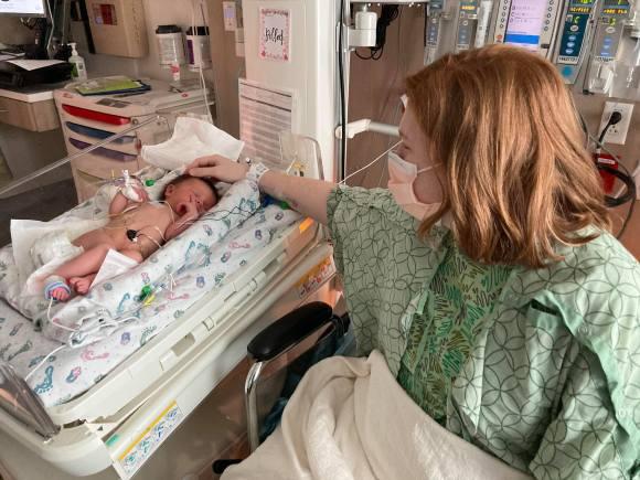 Lauren meets Maeva.
