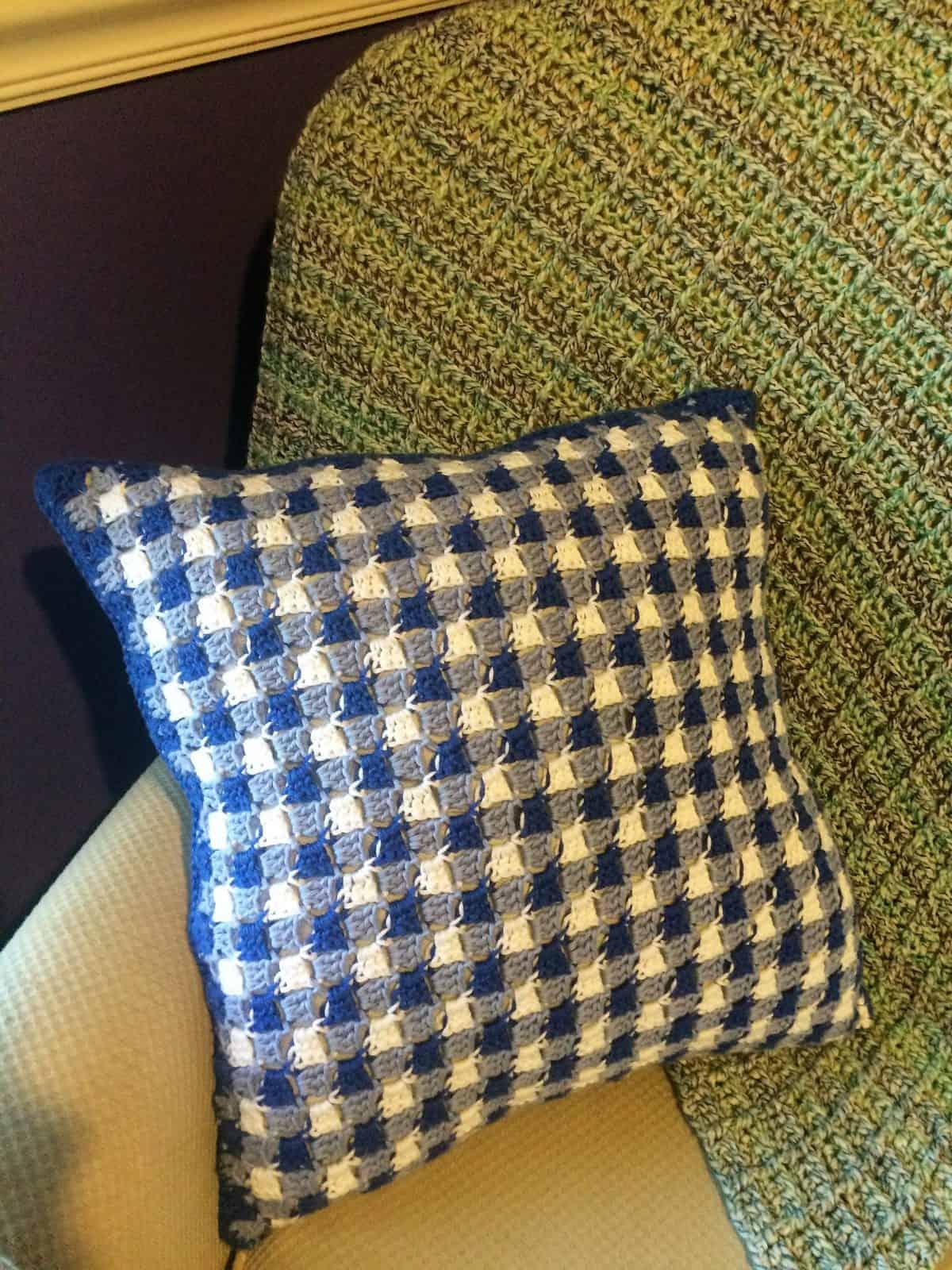 Gingham Crochet Pillow Photo Tutorial